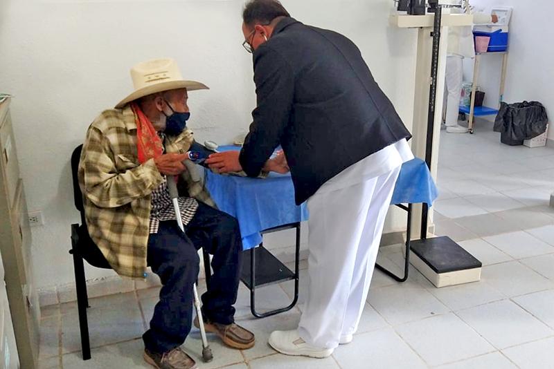 SALUD ESTATAL PARTICIPA EN LA VACUNACIÓN CONTRA COVID-19 DE ADULTOS MAYORES EN MULEGÉ