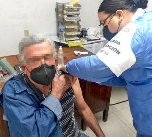 INICIÓ LA VACUNACIÓN CONTRA COVID DE ADULTOS MAYORES EN LOS CABOS